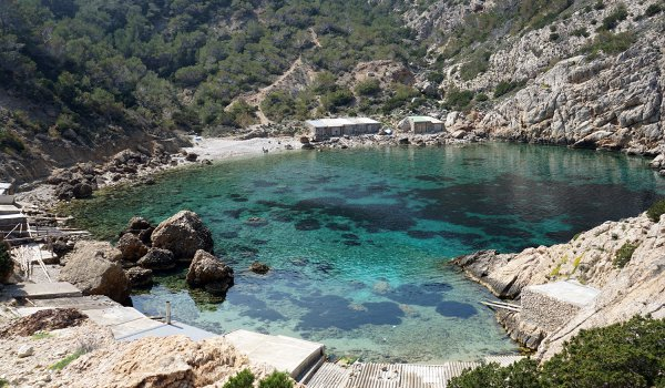 A boat trip around the best coves in the north of Ibiza